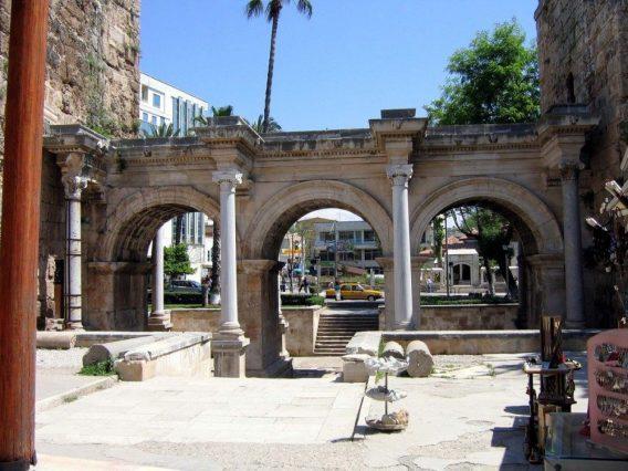 Antalya, De poort van Hadrianus