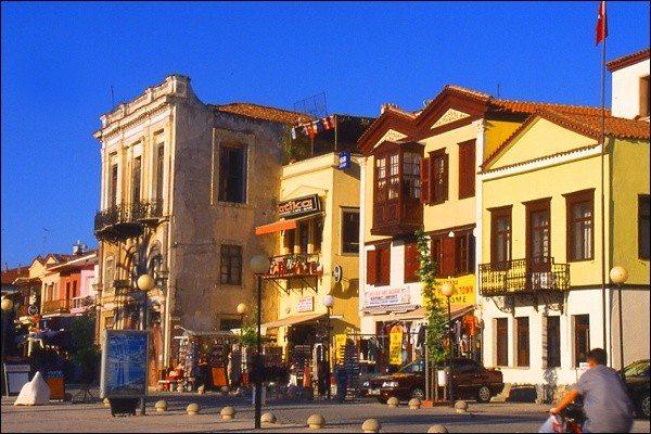 Oude Huizen aan de Boulevard van Cesme