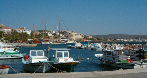 Vissersbootjes in de omgeving