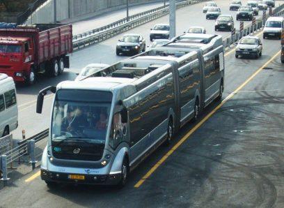 Hier een Phileas Metrobus met nog een Nederlands kenteken aangezien de bussen te laat werden geleverd