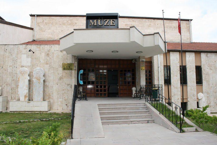 Isparta Muzesi (Museum) - Nederlanders in Turkije