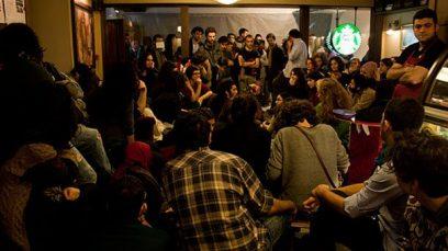 Studenten bezetten Starbucks café