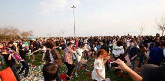 Groot kussengevecht in Kadikoy Istanbul