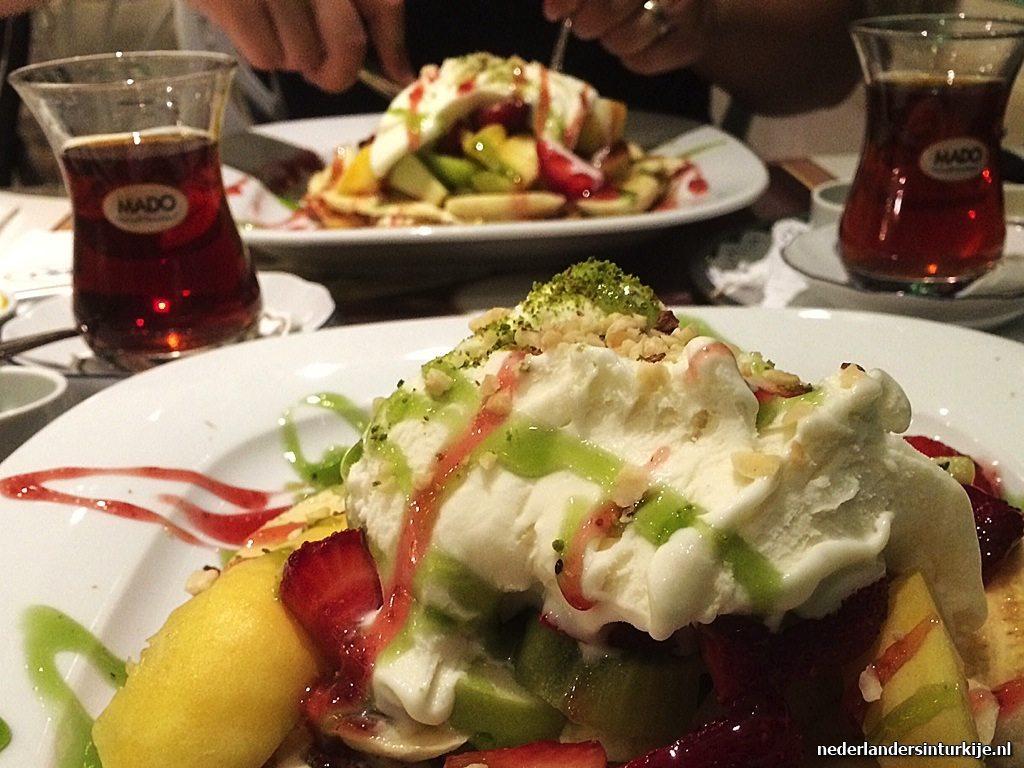 Turkse ijsketen mado opent vestiging in den haag for Turkse reisbureau den haag